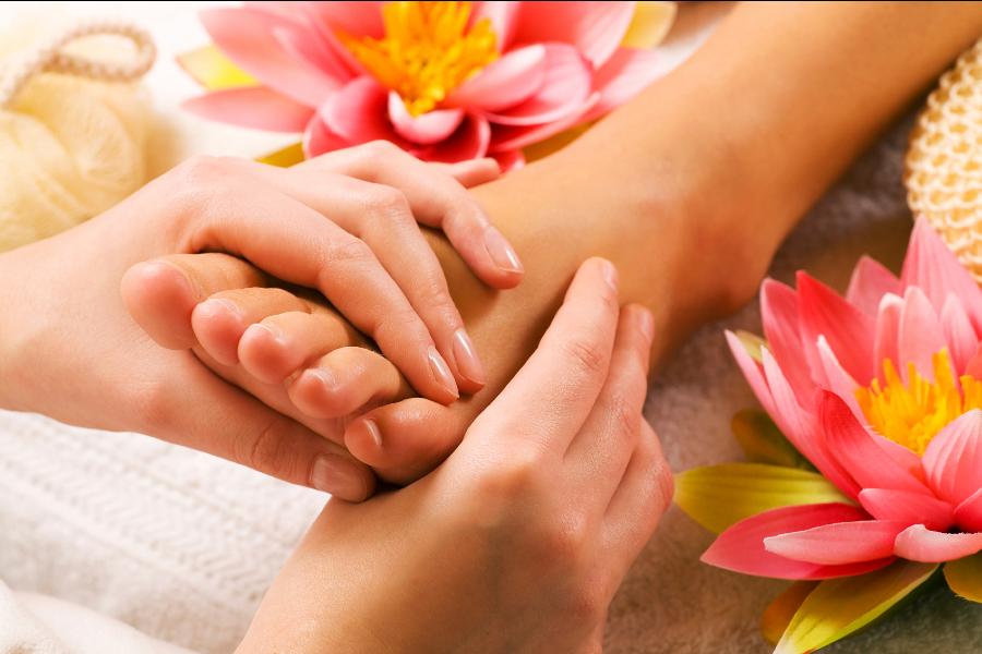 40-Min Relaxing Foot Reflexology & Dead Sea Foot Bath + 20-Min Shoulder and Back Massage by Zen Beauty on Daily Vanity Salon Finder