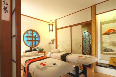 30 mins Couple Hinoki Onsen + 90 mins Elemental Aromatherapy Massage in a VIP Couple Room
